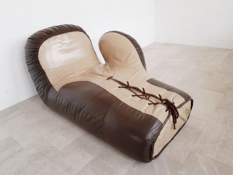 Leather boxing glove lounge chair by De Sede For Sale 2