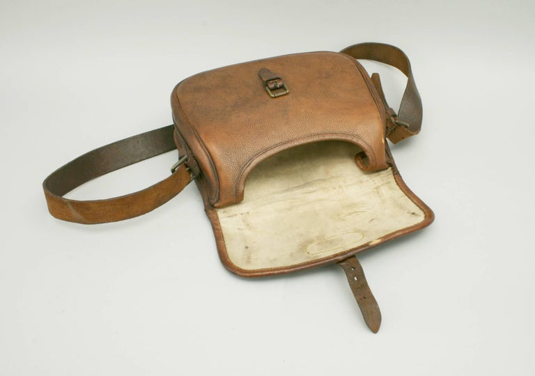 Leather Cartridge Bag In Good Condition For Sale In Oxfordshire, GB