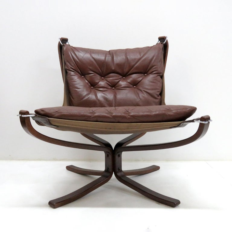 Wonderful 'Falcon' lounge chair by Sigurd Resell for Vatne Møbler, Norway, designed in 1971, with rosewood X-base and tuffed cognac colored leather supported by suspended canvas.