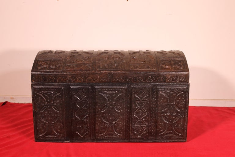 Leather Chest Probably from Cordoba, 19th Century In Good Condition For Sale In Brussels, Brussels