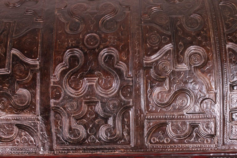 Leather Chest Probably from Cordoba, 19th Century For Sale 4