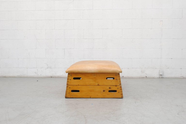 Leather Gymnastic Horse Bench or Coffee Table In Good Condition For Sale In Los Angeles, CA