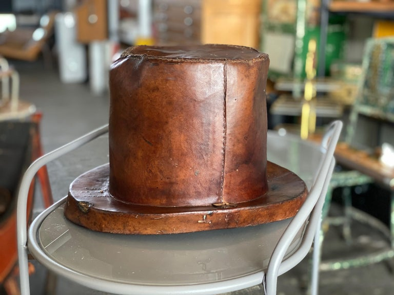 Leather Hat Box for Cylinders, Early 19th Century For Sale 8