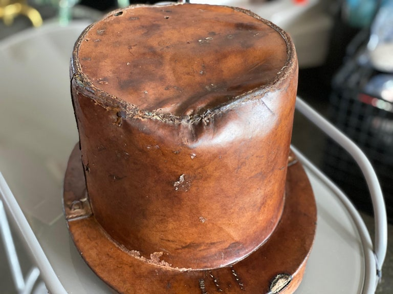 Leather Hat Box for Cylinders, Early 19th Century For Sale 1