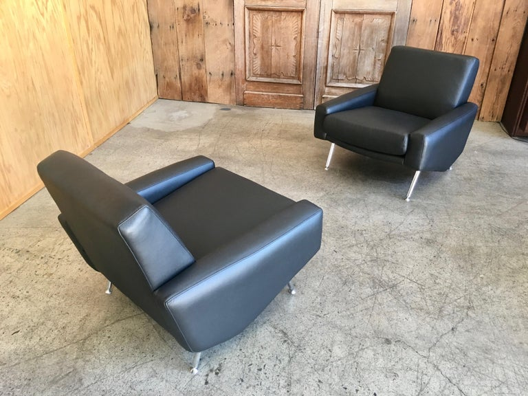 Leather Lounge Chairs by Airborne For Sale 10