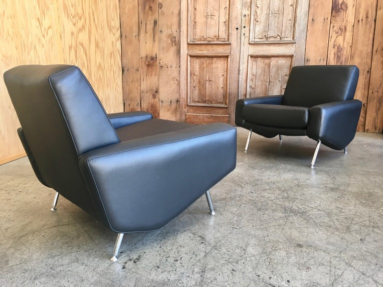 Pair of black leather with chrome chairs lounge chairs by Airborne, France.