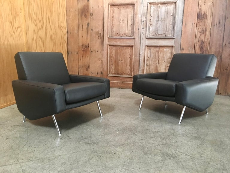 Leather Lounge Chairs by Airborne In Good Condition For Sale In Laguna Hills, CA