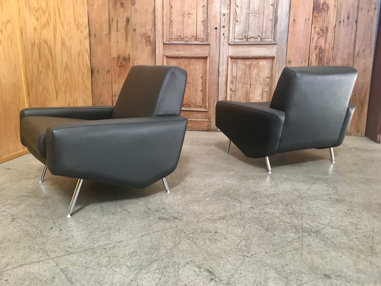 Leather Lounge Chairs by Airborne For Sale 1