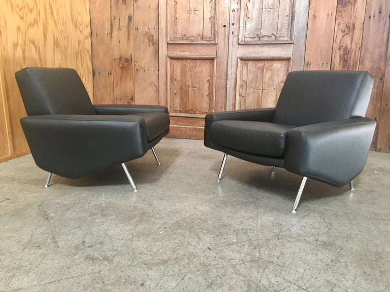 Leather Lounge Chairs by Airborne For Sale 2