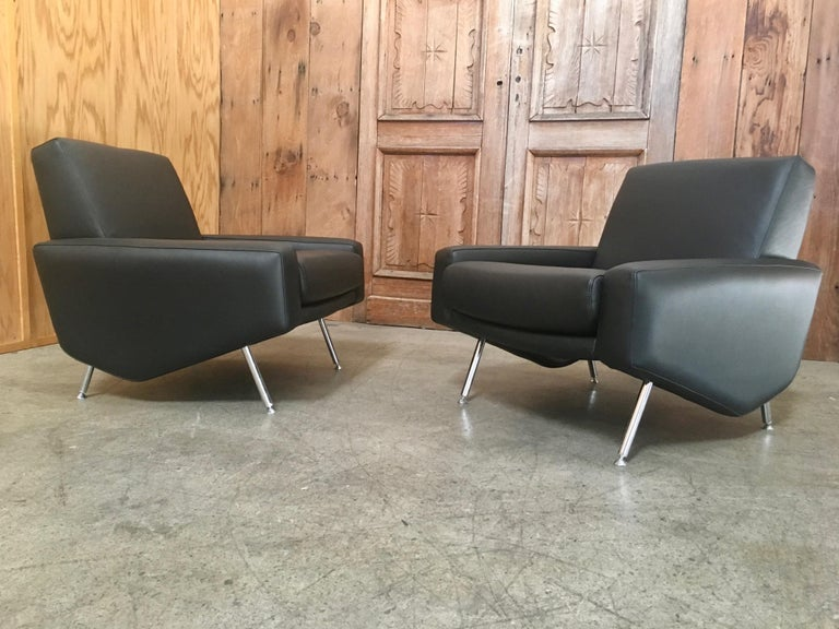 Leather Lounge Chairs by Airborne For Sale 3