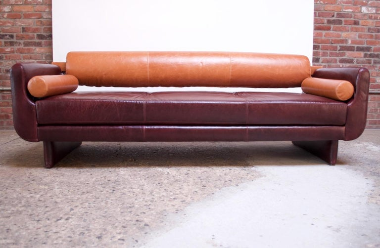 American Leather 'Matinee' Sofa / Daybed by Vladimir Kagan For Sale