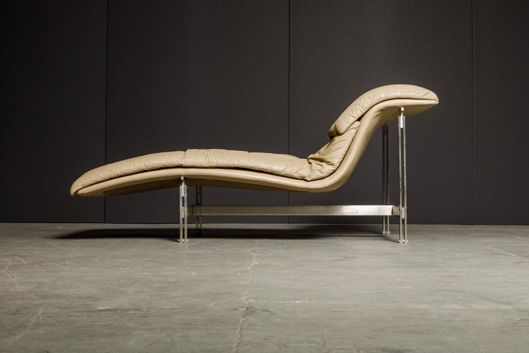 Leather 'Wave' Chaise by Giovanni Offredi for Saporiti Italia, c. 1978, Signed For Sale 3