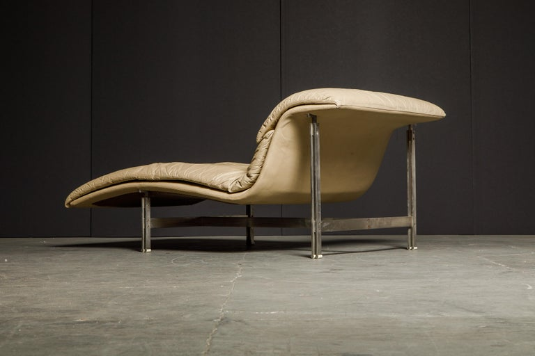 Leather 'Wave' Chaise by Giovanni Offredi for Saporiti Italia, c. 1978, Signed For Sale 5