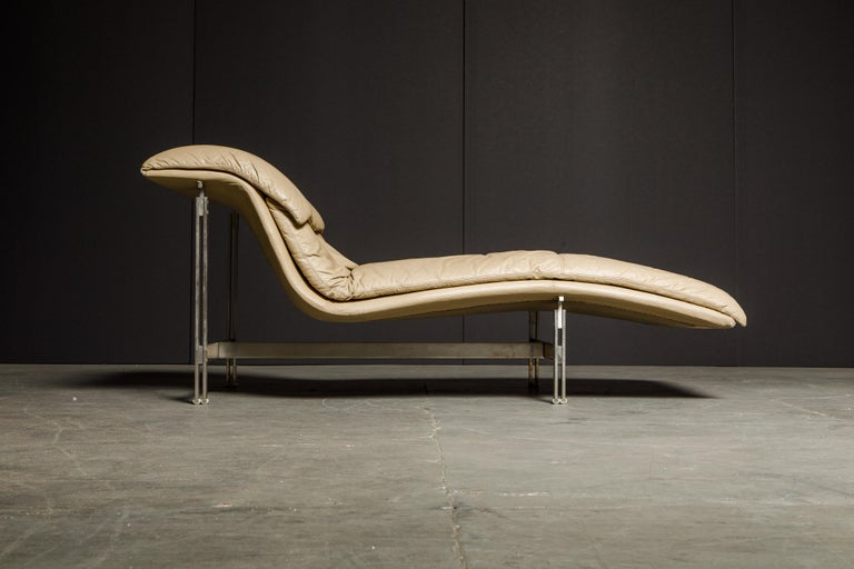 This eye catching leather 'Wave' chaise lounge by Giovanni Offredi for Saporiti Italia was designed in 1974 and was an instant hit to interior designers and fashion forward interior decors. Italian cutting edge sensibility and style along with high