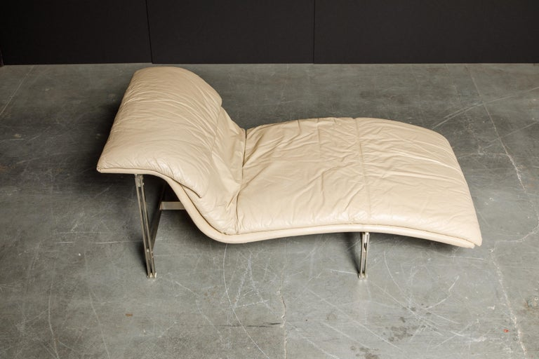 Modern Leather 'Wave' Chaise by Giovanni Offredi for Saporiti Italia, c. 1978, Signed For Sale