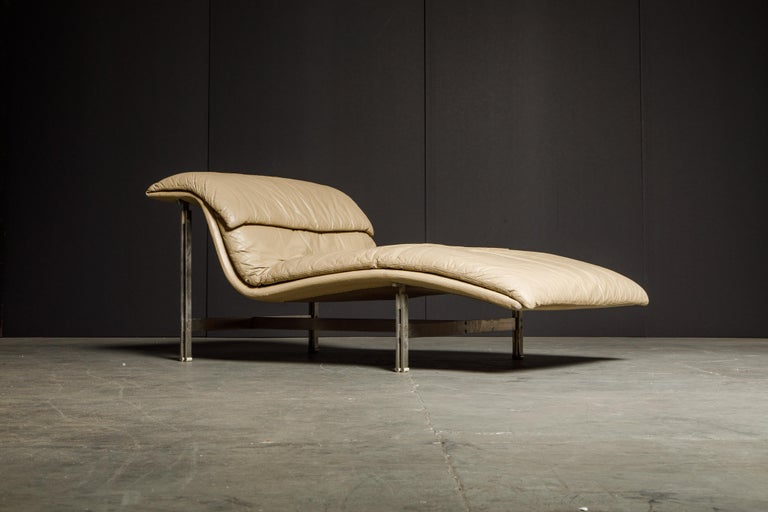 Italian Leather 'Wave' Chaise by Giovanni Offredi for Saporiti Italia, c. 1978, Signed For Sale