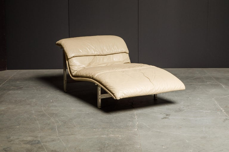 Leather 'Wave' Chaise by Giovanni Offredi for Saporiti Italia, c. 1978, Signed In Good Condition For Sale In Los Angeles, CA