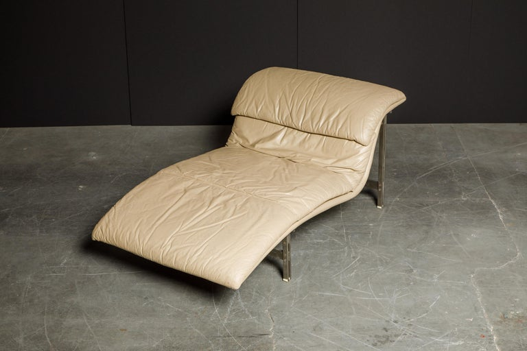 Steel Leather 'Wave' Chaise by Giovanni Offredi for Saporiti Italia, c. 1978, Signed For Sale