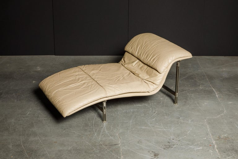 Leather 'Wave' Chaise by Giovanni Offredi for Saporiti Italia, c. 1978, Signed For Sale 1