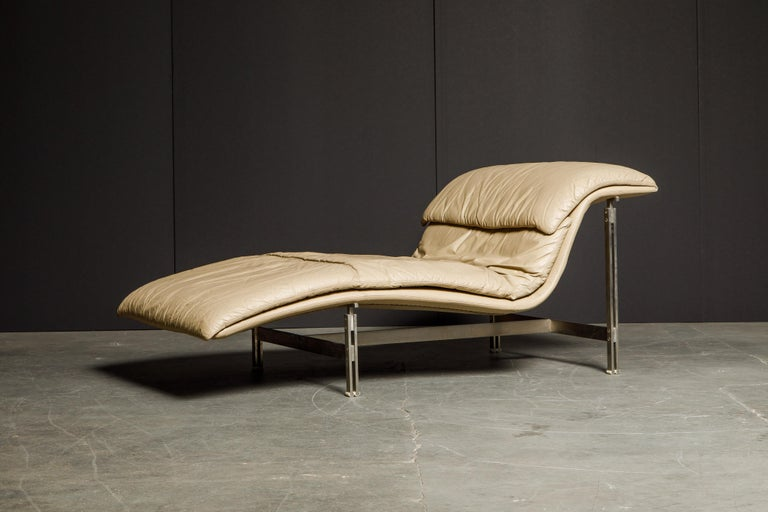 Leather 'Wave' Chaise by Giovanni Offredi for Saporiti Italia, c. 1978, Signed For Sale 2