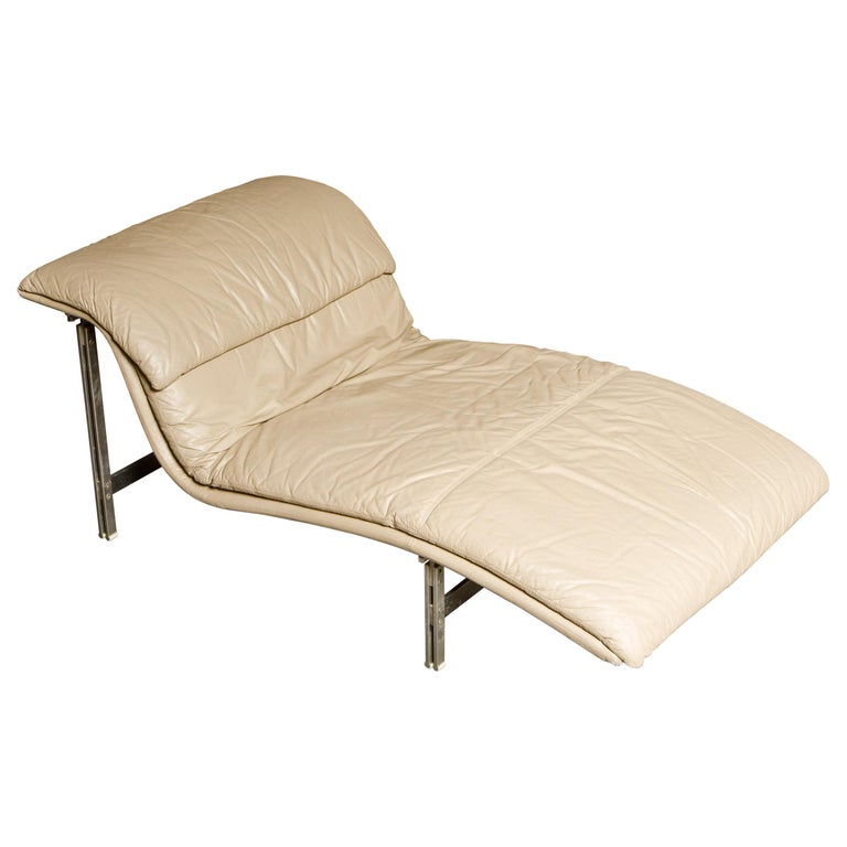 Leather 'Wave' Chaise by Giovanni Offredi for Saporiti Italia, c. 1978, Signed For Sale
