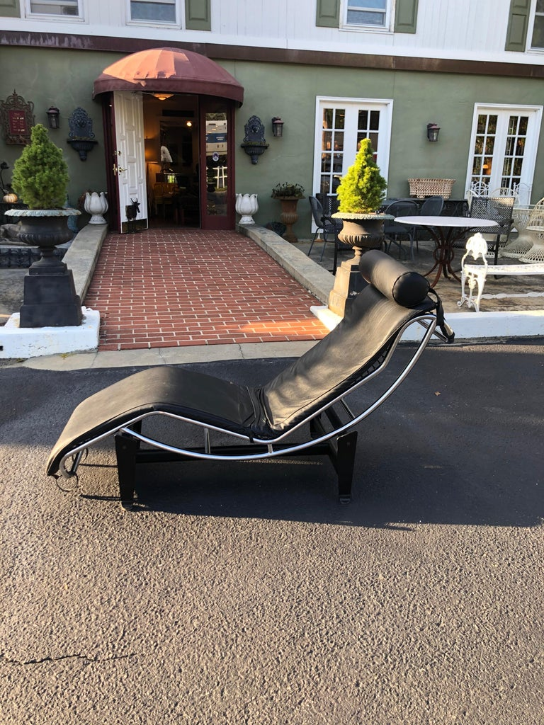 Bauhaus LeCorbusier LC4 Chaise Lounge with Black Leather
