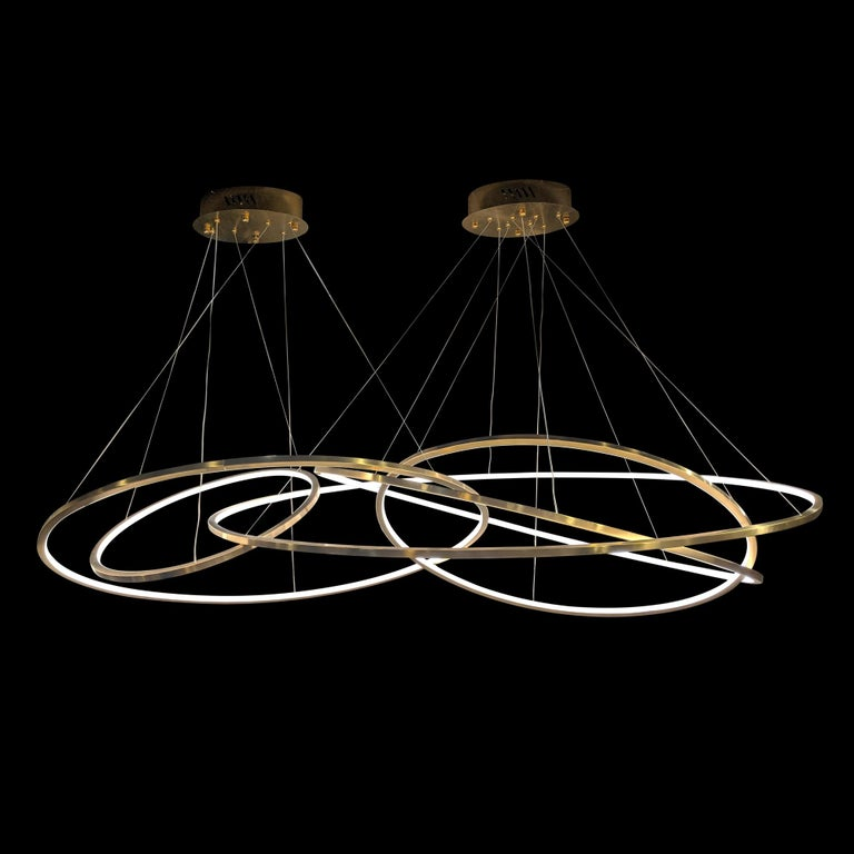Elegant grouping of 5 oval metal rings with integrated LED diffusing a clean natural light.