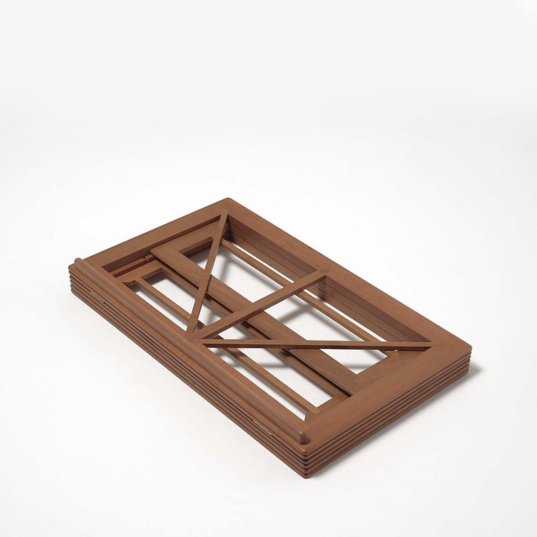 Created by Gae Aulenti and crafted by Bottega Ghianda since 1986, this bookstand features a triple wooden frame. Thanks to indentations carved on the inside, the height and tilt of the piece are adjustable. A fine woodworking masterpiece, this