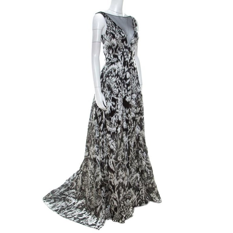 This impressive gown from Lela Rose cannot be more perfect as it is overflowing with exquisiteness. From its silhouette to its immaculate craftsmanship, the gown looks ready to give you a magical experience. Made from quality fabrics, it is adorned