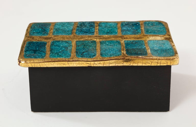 Mithe Espelt Ceramic Gold and Blue Enamel Box, France, 1960 In Good Condition For Sale In New York, NY