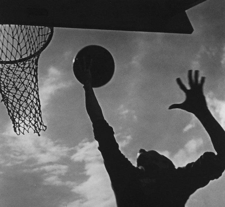 Basketballspieler, Silver Gelatin Print - Photograph by Leni Riefenstahl