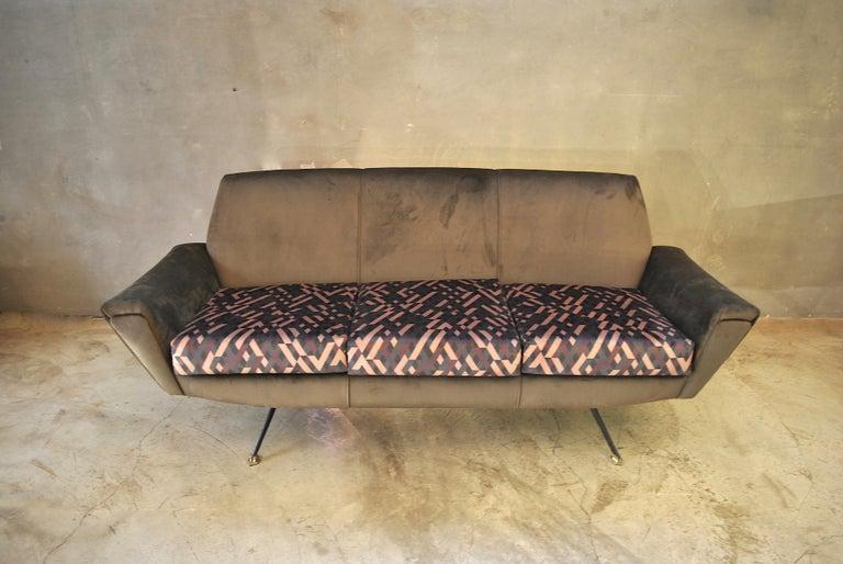 Lenzi Sofa Italian Midcentury Designer Giuseppe Rossi of Albizzate, Italy In Excellent Condition In bari, IT