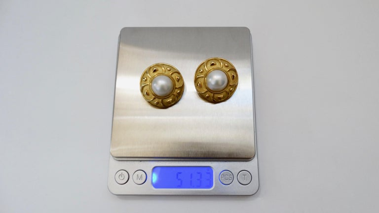 Leo de Vroomen 1980s 18k Gold and Mabé Cultured Pearl Earrings  In Good Condition For Sale In Scottsdale, AZ