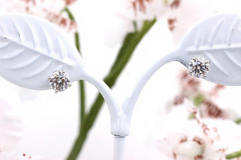Women's Leo Diamond Stud Earrings Rounds 0.98 Carat F-G SI 14 Karat White Gold For Sale