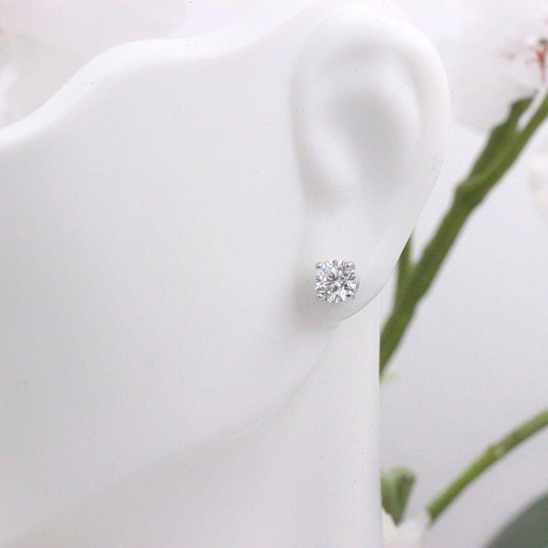 Leo Diamond Stud Earrings Rounds 0.98 Carat F-G SI 14 Karat White Gold For Sale 4