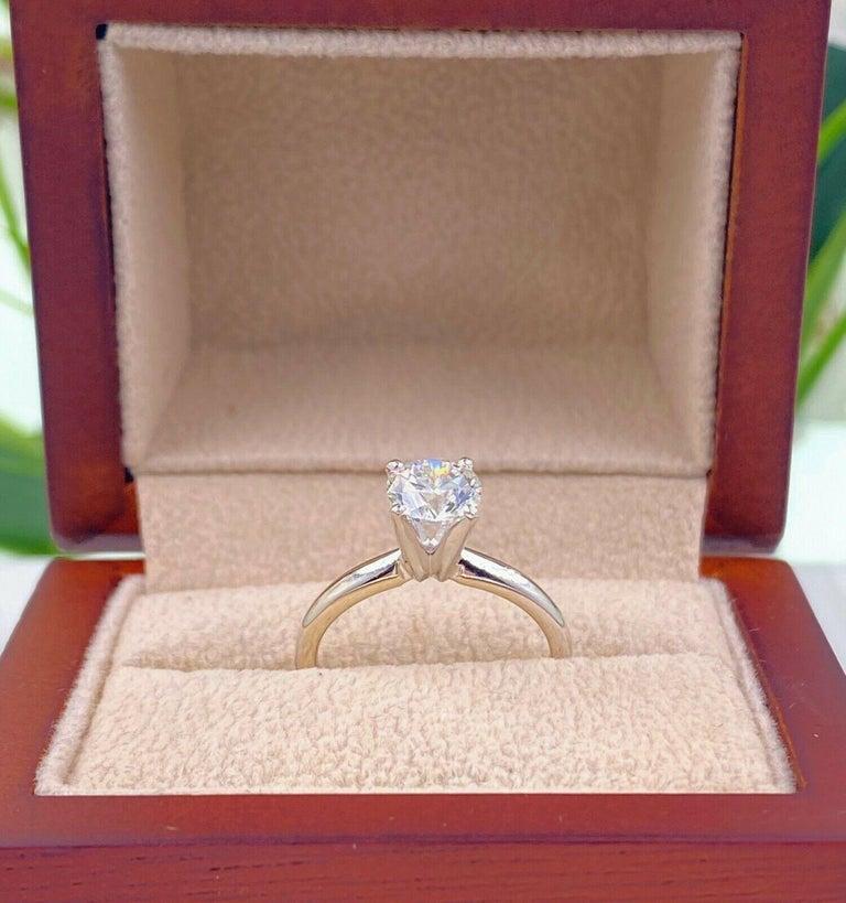 Leo Round Diamond 1.01 Carat Solitaire Ring Platinum and 18 Karat White Gold For Sale 3