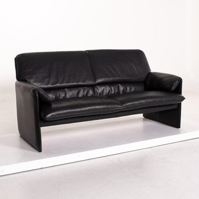 Leolux Bora Leather Sofa Black Two-Seat Couch In Good Condition In Cologne, DE
