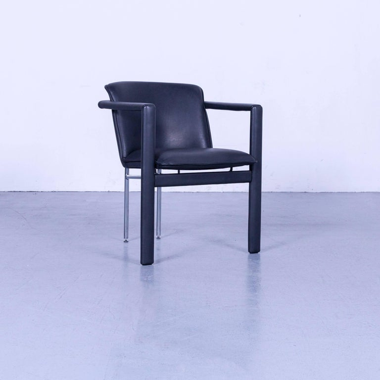 We bring to you an Leolux Cachucha leather armchair set black one-seat.