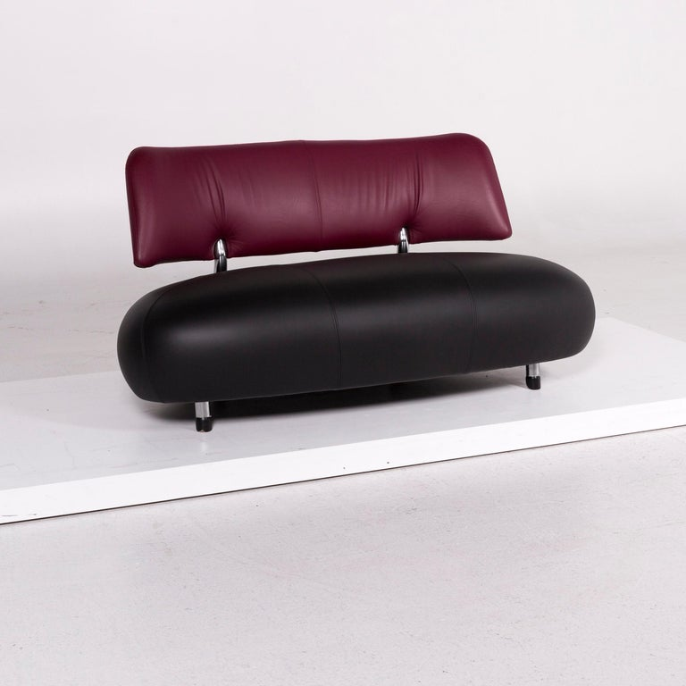 We bring to you a Leolux Pallone leather sofa black purple two-seat couch.    Product measurements in centimetres:    Depth 85 Width 144 Height 78 Seat-height 40 Seat-depth 60 Seat-width 144 Back-height 30.