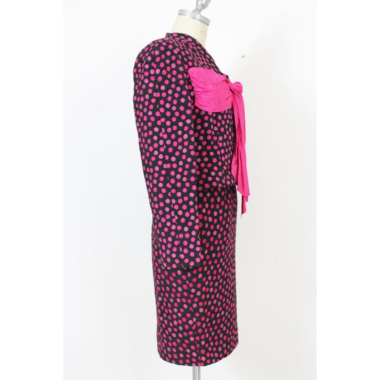 Leonia Polvani Black Fuchsia Wool Polka Dot Bow Suit Skirt And Jacket 1980s In Excellent Condition For Sale In Brindisi, Bt
