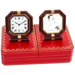 Les Must de Cartier Paris Cased Maroon and Gilt Desk Clock and Photo Frame