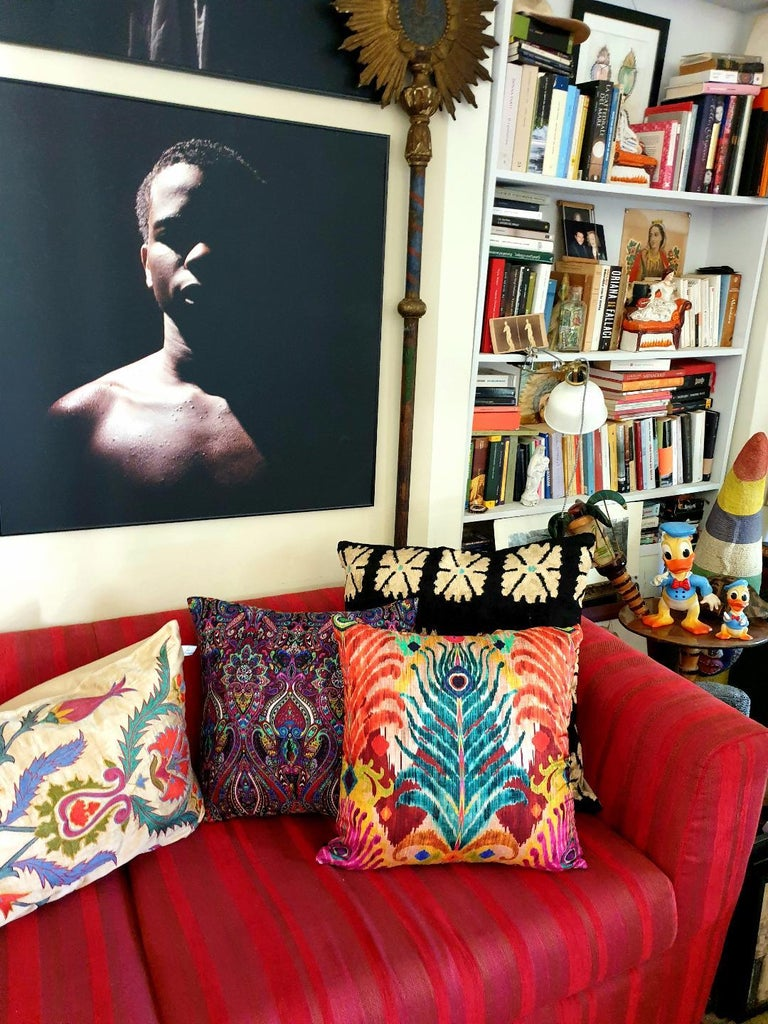 Matthew Williamson one of the most well known fashion designer has created a tabletop and textile collection for les-Ottomans. Colors is a must in all Williamsons' designs as well as the peacock's references that are here declinated in several new