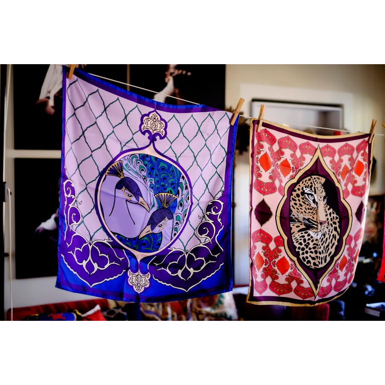 A tropical mood with an ottoman touch in Alessio Nesi scarves collection for Les-Ottomans. Made in Italy out of silk these scarves, with a 1940s flavor, are colorful, chic and fashion must have. Here you are seeing the Peacocks (Pavoni) in purple,