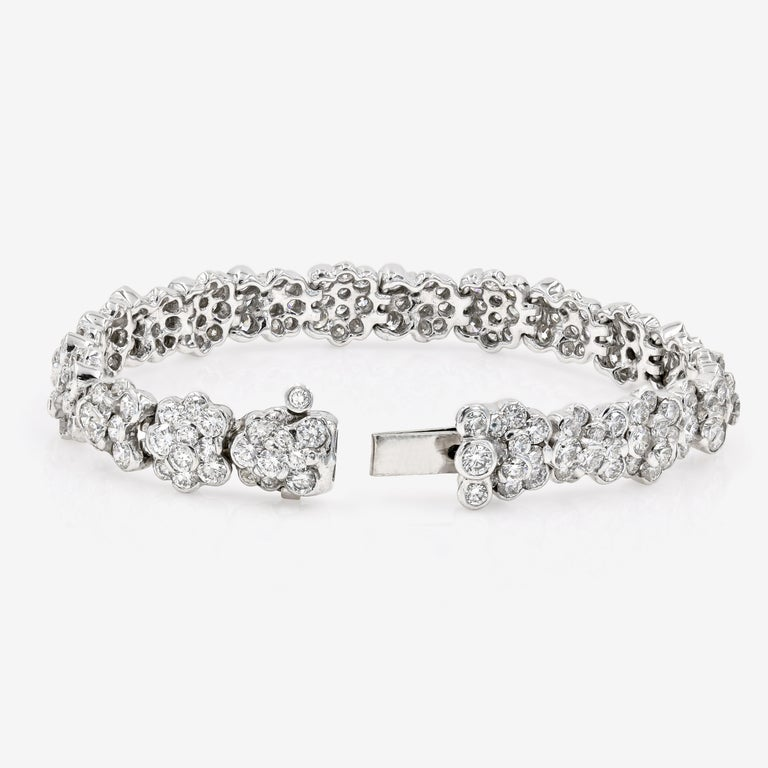 Lester Lampert Original CumuLLus Diamond Bracelet in 18 Karat White Gold In New Condition For Sale In Chicago, IL