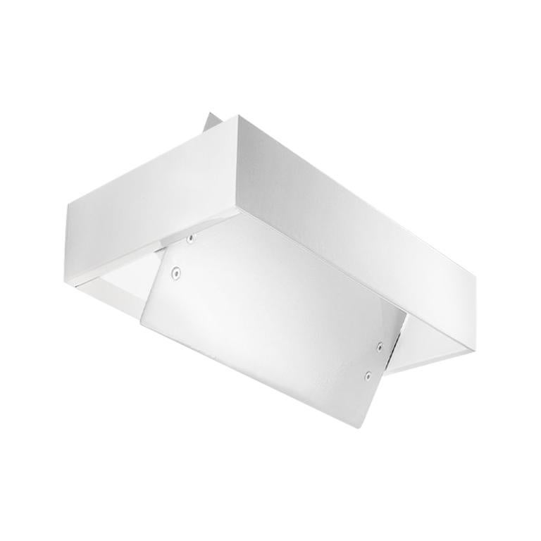 The sleek Ala wall lamp was designed by Mauro Marzollo with a clever rotating diffuser. You can quickly and easily rotate the diffuser to create a more indirect lighting scene, or open it up to create more directed lighting in your space. Finish