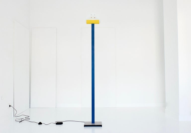 """Memphis-style 1980s floor lamp by Leucos, labelled on the underside of the base, glass shade labelled """"vm vetri murano"""". Custom colour painting, very good condition with traces of use.  Leucos was founded 1962 in Venice, Italy. The company excels"""