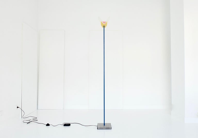 Italian Leucos Floor Lamp with Vetri Murano Glass Shade Customized in Memphis Colors For Sale