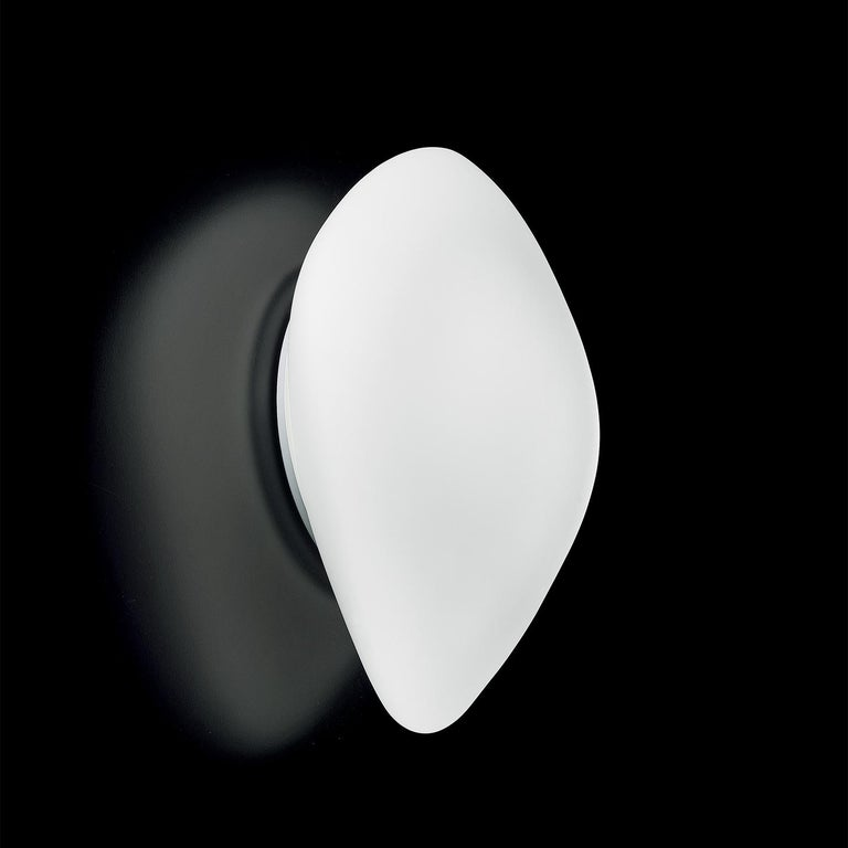 Stone was designed in 2006 by Leucos design lab to provide a hand blown glass wall or ceiling lamp that captures the beautiful and unique shape of a smooth stone. This form lets Stone be used as a standalone light or in sets that create an