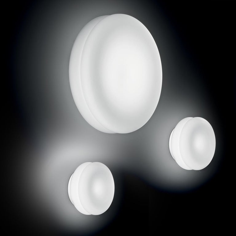 Modern Leucos Wimpy 16 LED Sconce in White by Toso, Massari & Assoc. with G. Toso For Sale