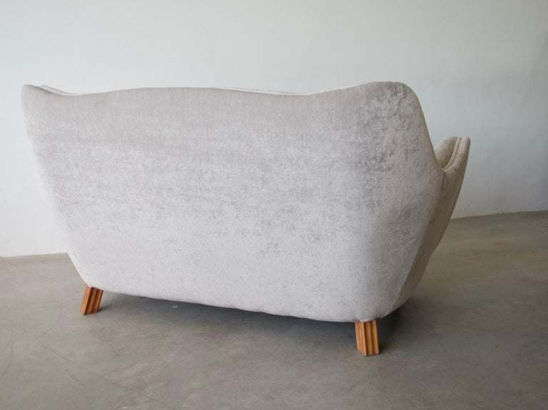 Levy Carlssons Mobelafarr Button Tufted Grey Velvet Sofa In Good Condition For Sale In Madrid, ES